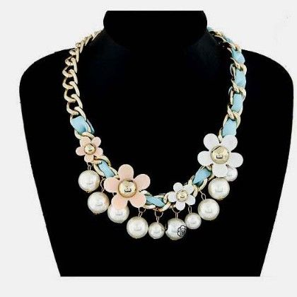 Flower With Pearl Necklace - Oomph