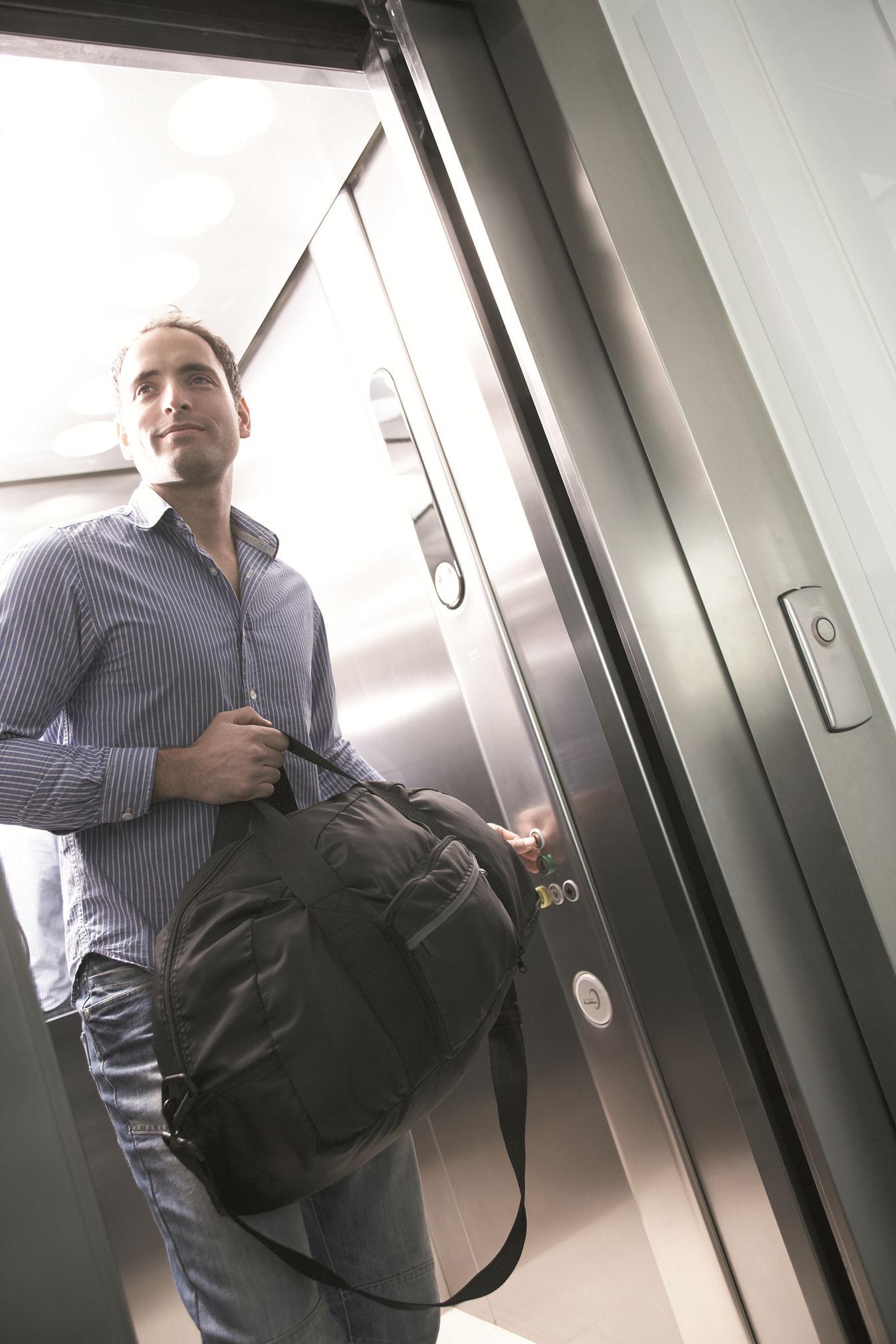 Travel Bag (light) Assorted - 1unit - Go Travel