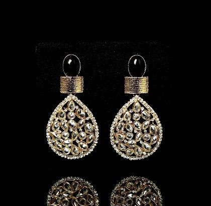 Almond Shaped Earrings With Black Stone - Trends